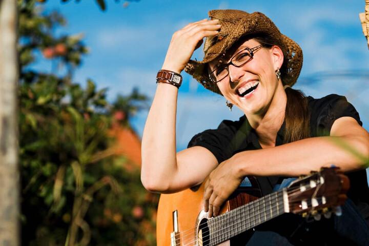 Kabarettistin Martina Schwarzmann widmete vor über zehn Jahren dem Sprichwort einen Song. (Archiv)