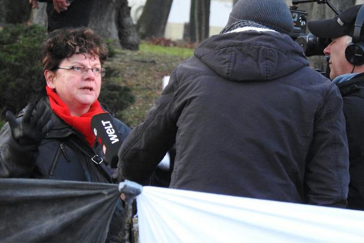 Linken-Abgeordnete Kerstin Köditz (l.) hat eine Vermutung, wer hinter der Sabotage-Aktion steckt.