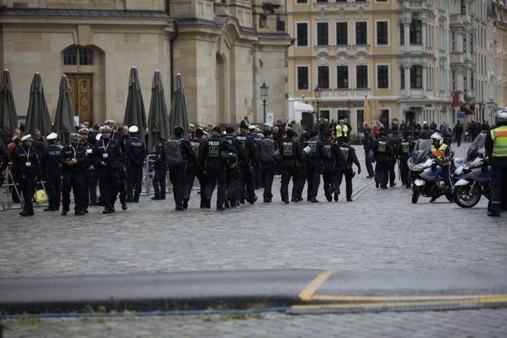Enorme Polizeipräsenz auf dem Neumarkt.