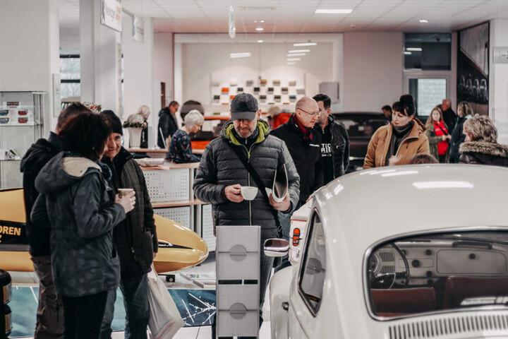Zur Premiere war im Autohaus Pirna viel los.