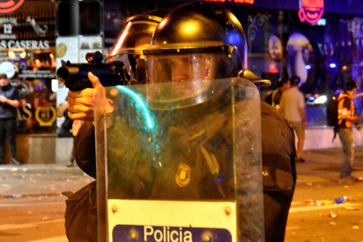 Wegen der Proteste um die Unabhängigkeit der Katalanen, muss das LaLiga-Spiel zwischen Barca und Real weichen.