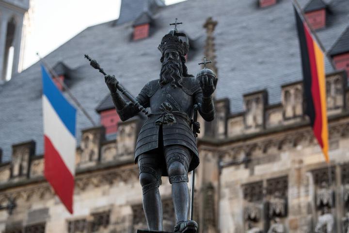 Das Treffen findet in Aachen statt. Hier ist das Rathaus bereits festlich geschmückt.