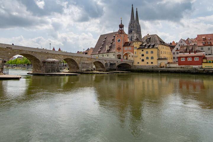 In Regensburg wäre ein 44 Jahre alter Mann beinahe in der Donau ertrunken. (Archivbild)