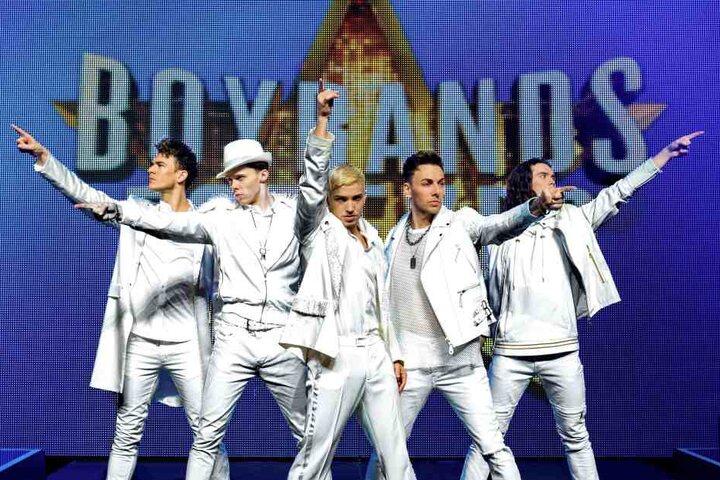 Take That, One Direction oder doch Backstreet Boys? Die Show vereint sie alle.