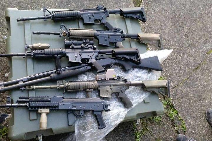 Mehrere Sturmgewehre sackte der Zoll ein.