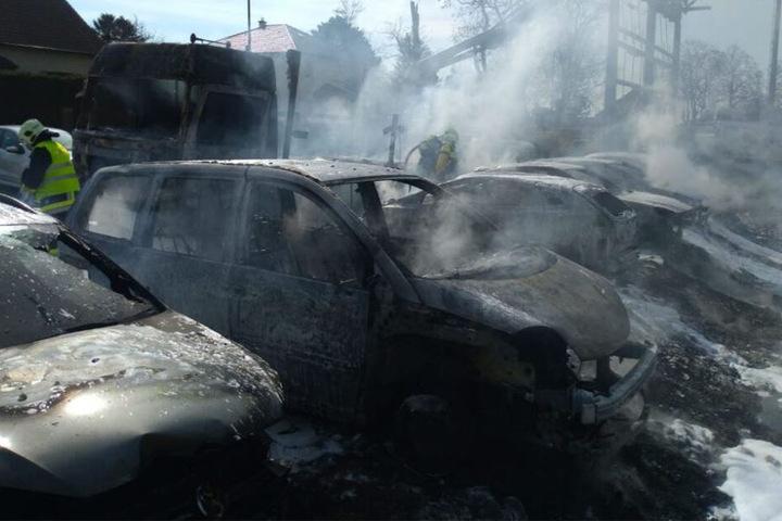 Sechs Autos brannten vollständig aus.