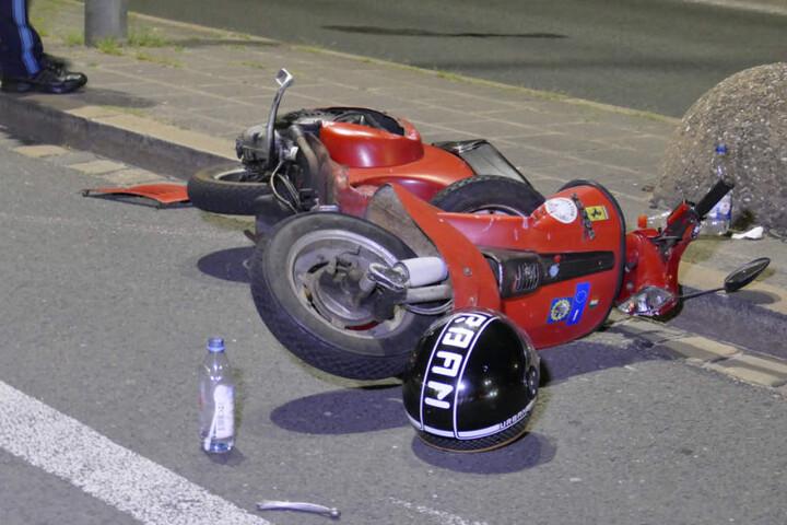 Ein Rollerfahrer wurde von einem VW Polo erfasst.