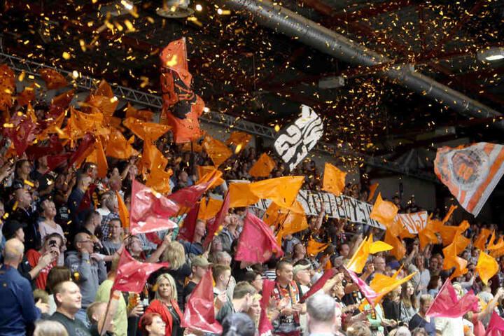 Die 3450 Zuschauer in der Arena Chemnitz waren vom Auftritt ihrer Niners gegen Favorit Heidelberg begeistert.