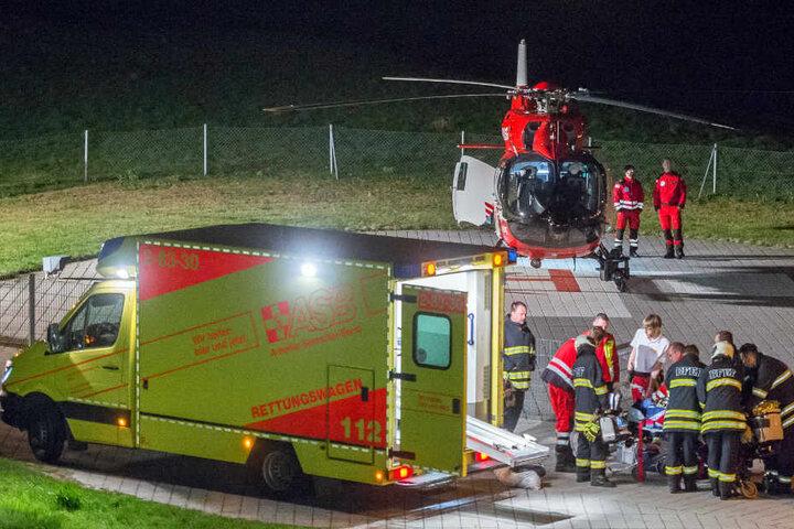 Ein Rettungshubschrauber brachte den Mann in eine Spezialklinik.
