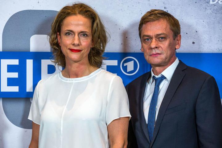 """Die beiden TV-Ermittler Claudia Michelsen (49) und Sylvester Groth (60) gehen im """"Polizeiruf 110"""" in Rostock bzw. Magdeburg auf Gangsterjagd.."""