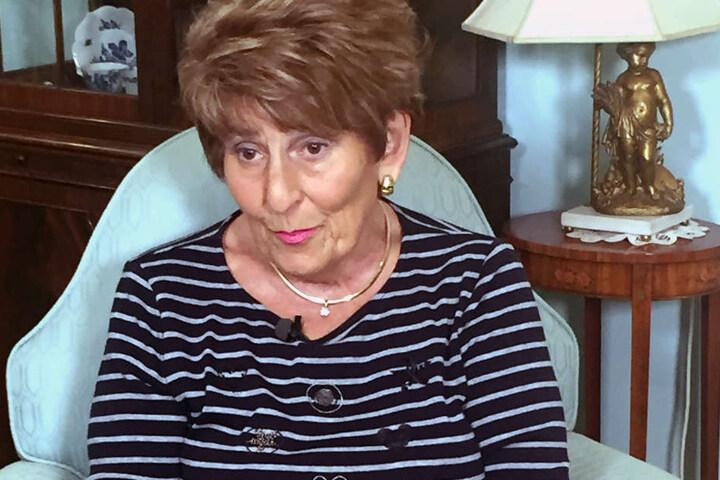 June Kenton, die frühere Besitzerin des BH-Unternehmens soll mit einem veröffentlichten Buch den Anlass für die Kündigung geliefert haben.