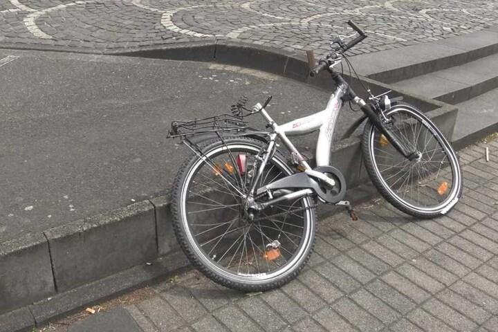 Das Fahrrad des Opfer wurde ebenfalls beschädigt.