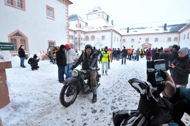Was für Hartgesottene: Rund 900 Biker waren am Samstagnachmittag bei Minusgraden in und um Schloss Augustusburg zu finden.