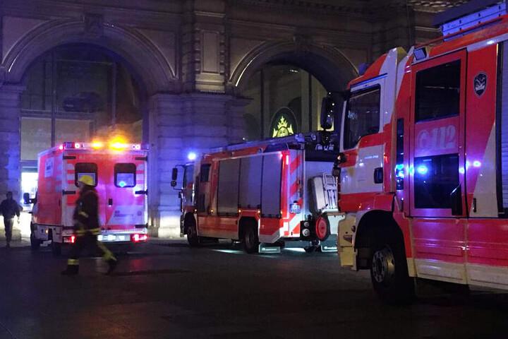Das Bahnhofsgebäude wurde von den Einsatzkräften nicht gesperrt.