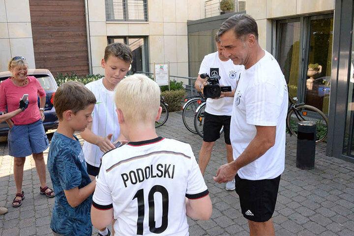 Trainer Stefan Kuntz war am Montag beliebtes Foto-Motiv.