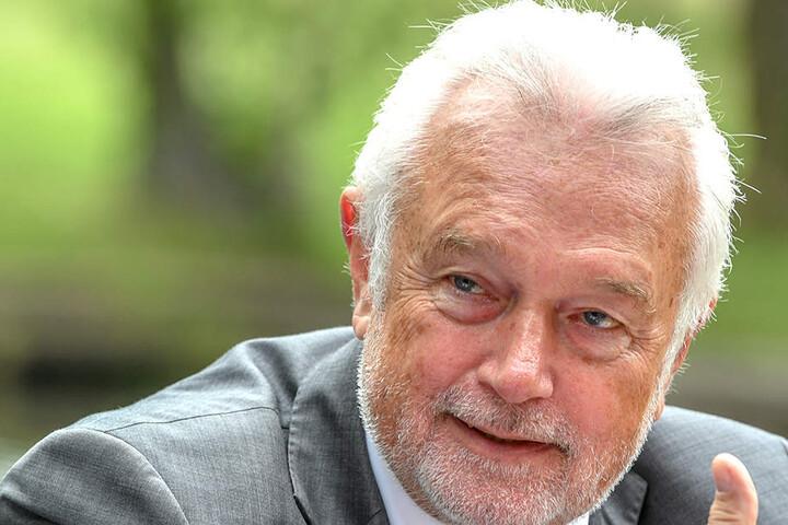 Bundestags-Vizepräsident Wolfgang Kubicki (66) relativiert seine Kritik an Bundeskanzlerin Angela Merkel (64).
