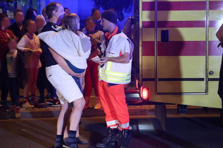 Drei Kinder und ein Erwachsener mussten wegen Verdachts auf Rauchgasvergiftung ins Krankenhaus.