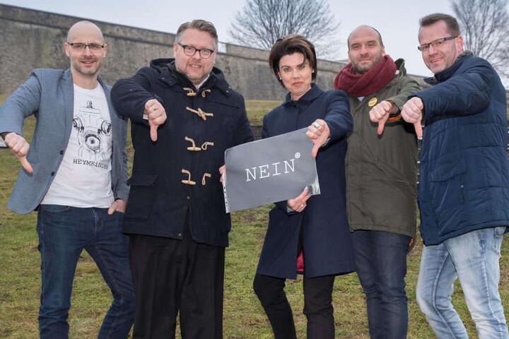 (v.l.) Christian Heym, Marko Enke, Cordula Frankenhäuserwill, Daniel Stassny und Christian Polczek-Becher wollen den Umbau mit einem Bürgerbegehren stoppen.