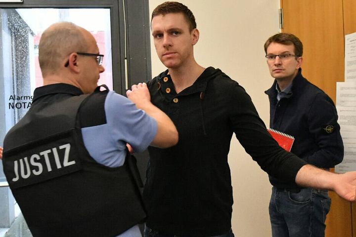 Der rechtsextreme mutmaßliche Brandstifter und Ex-NPD-Politiker Maik Schneider wurde im Januar aus der U-Haft entlassen.
