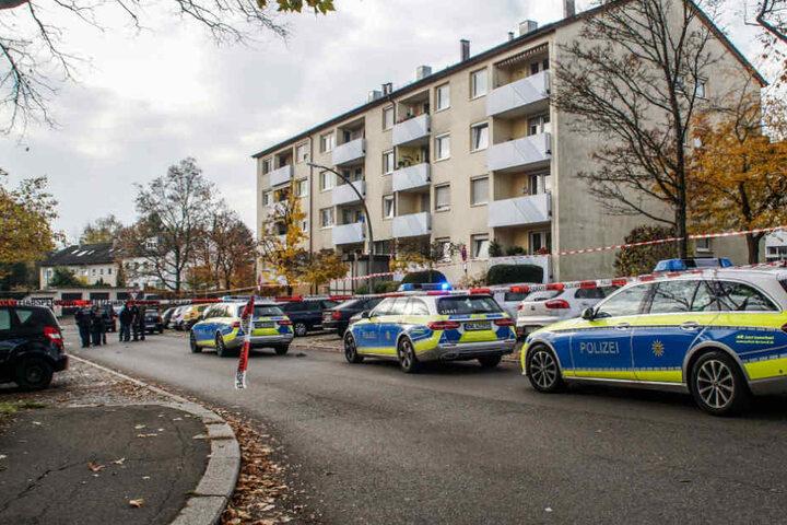 Zahlreiche Einsatzkräfte waren vor Ort in der Goldmühlestraße.