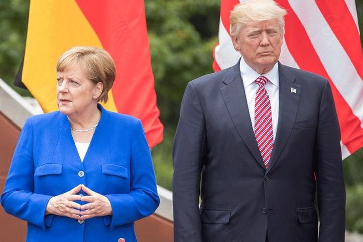 Donald Trump hatte auf dem NATO-Treffen Angela Merkel und die anderen europäischen Bündnispartner mit seinen aggressiven Äußerungen irritiert.