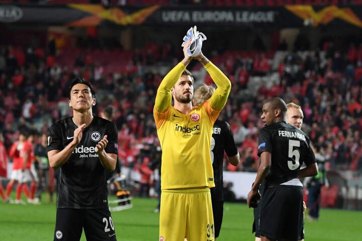 Die Frankfurter Spieler feiern den Halbfinal-Einzug in der Europa League.
