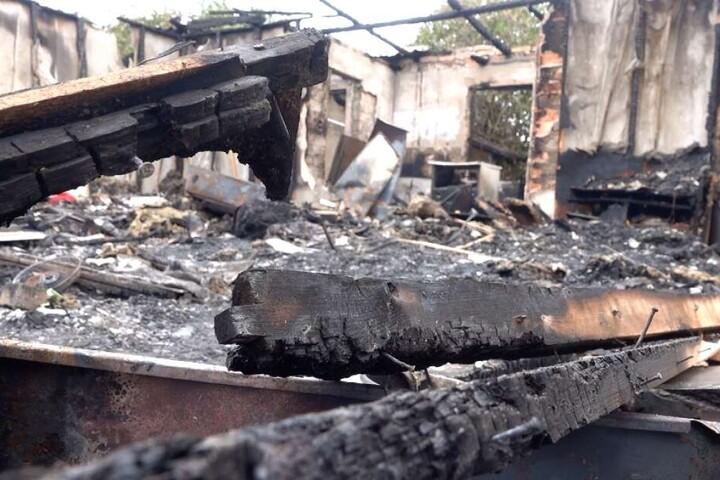 Die Laube brannte vollständig nieder.