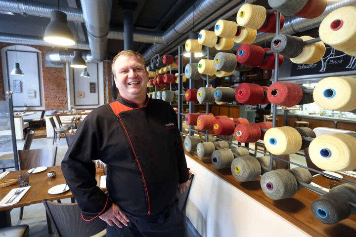 Markus Jost (43) bekocht die Gäste des Maxlouis. Das Ambiente mit  Industriecharme kommt an.