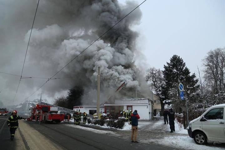 Am Donnerstag war die Feuerwehr mit einem Großaufgebot nach Radebeul ausgerückt.