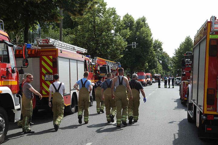 Der Großeinsatz läuft: Feuerwehr, Rettungskräfte und die Polizei sind im Einsatz.