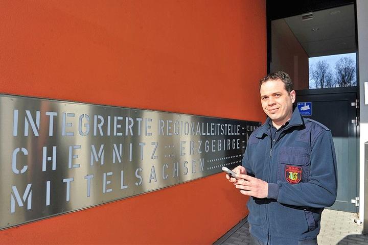 Leitstellenmitarbeiter Sebastian Schneider (37) half am Telefon bei einer Hausgeburt.