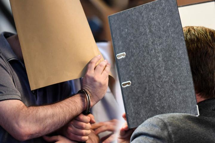 Zuletzt wurden Urteile gegen einen Spanier (links) sowie einen Bundeswehrsoldaten (rechts) teilweise aufgehoben. (Fotomontage)
