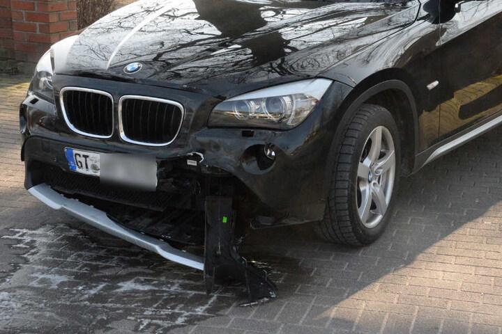 Der BMW-SUV wollte aus einem Hofgrundstück abfahren.