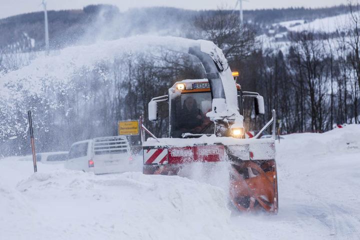 In Oberwiesenthal müssen 50 cm Schnee weggefräst werden.