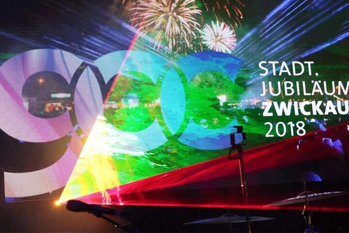 """Mit dem Silvesterfeuerwerk bei der """"Nacht der Nächte"""" am Alten Gasometer startete Zwickau in sein Jubiläumsjahr. Die Autostadt an der Mulde feiert ihren 900. Geburtstag."""