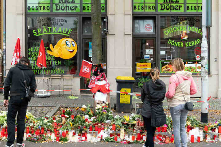 In Halle trauern Passanten um den im Döner-Imbiss getöteten HFC-Fan Kevin S.