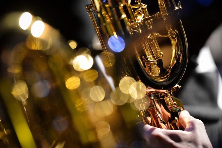 Natürlich dürfen bei diesem Jazz-Konzert auch die typischen Saxophon-Klänge nicht fehlen.
