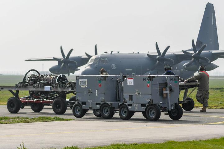 Mit einem amerikanischen Frachtflugzeug wurden die neuen Teile angeliefert.