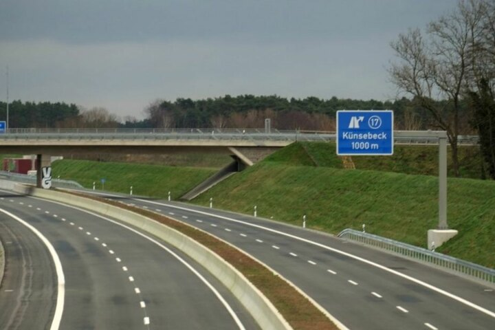 Zwischen den Anschlussstellen Halle-Künsebeck und Steinhagen sorgte die Falsch-Fahrerin für große Gefahr. (Symbolbild)
