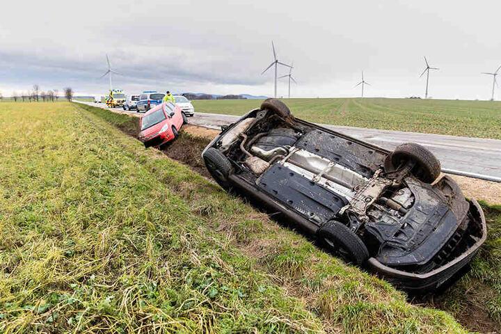Der Touran war bei dem Crash auf dem Dach gelandet.