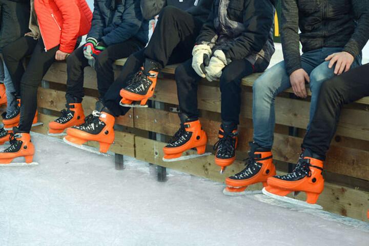 In Herford könnt Ihr nicht nur Eislaufen, sondern nebenbei auch noch Mitsingen.