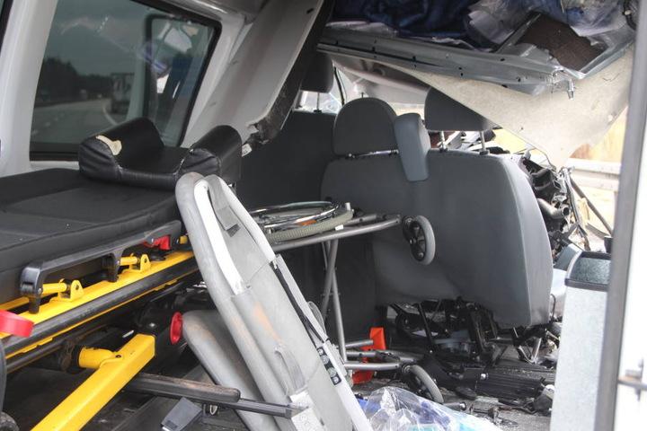 Der Rollstuhlfahrer, der im Passagierraum saß, wurde schwer verletzt.