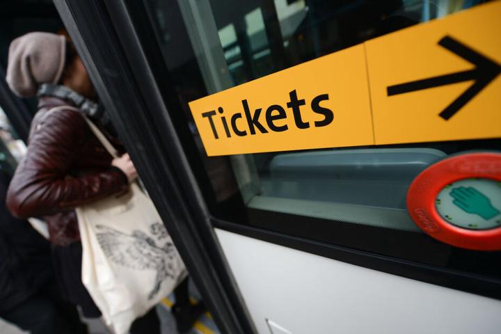 Der Rabbi will zukünftig auf Fahrten mit Bus oder Bahn verzichten (Symbolbild).