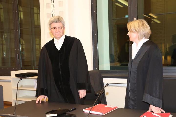 Oberstaatsanwalt Christian Avenarius (58) forderte für Chakir A. sechs und für Radouan K. fünf Jahre Haft wegen versuchten Totschlages. Nebenklägervertreterin Gesa Israel (50).