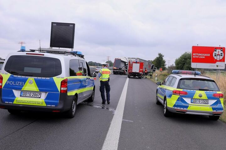 Die Polizei musste die A4 zeitweise voll sperren.