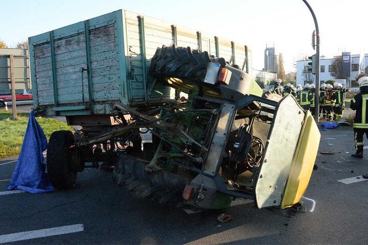 Der Trecker-Fahrer wurde schwer verletzt.