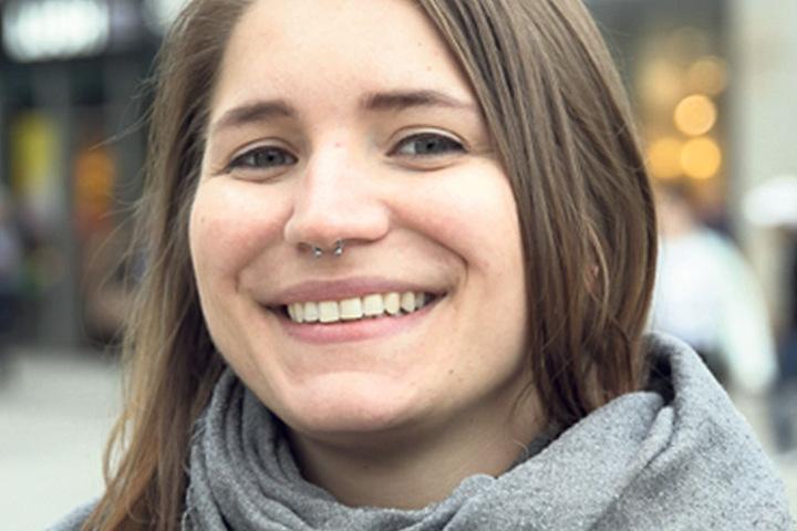 """Laura Bauer (28), Altenpflegerin aus Dresden, hat es schon hinter sich: """"Ich habe Briefwahl gemacht und Die Linke gewählt. Das habe ich aus Überzeugung getan. Die Flüchtlingspolitik dieser Partei sagt mir zu und die AfD soll keine Chance bekommen."""""""