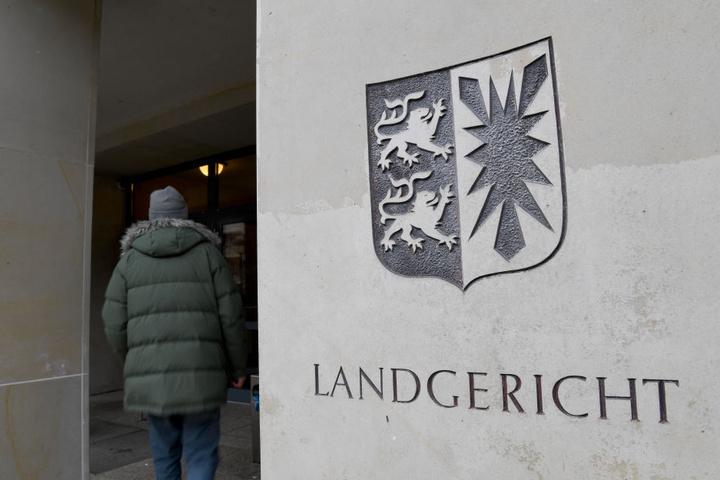 Vor dem Kieler Landgericht muss sich der 28-Jährige verantworten.