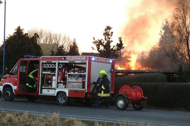 Die Feuerwehr traf erst relativ Spät vor Ort ein. Der Anrufer soll zuvor in der Warteschlange der Feuerwehr hängengeblieben sein.