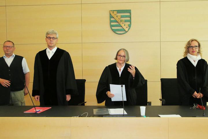 Birgit Wiegand (2.v.r.) sprach am Montag das Urteil am Landgericht Dresden.